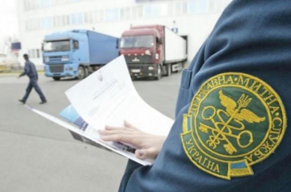 Через «Ягодин» намагались незаконно перевезти авто на єврономерах