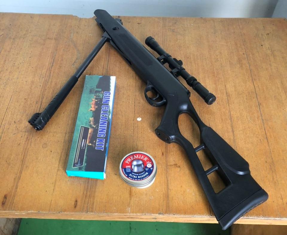 На «Ягодині» митники вилучили у громадянина пневматичну гвинтівку з прицілом та набоями