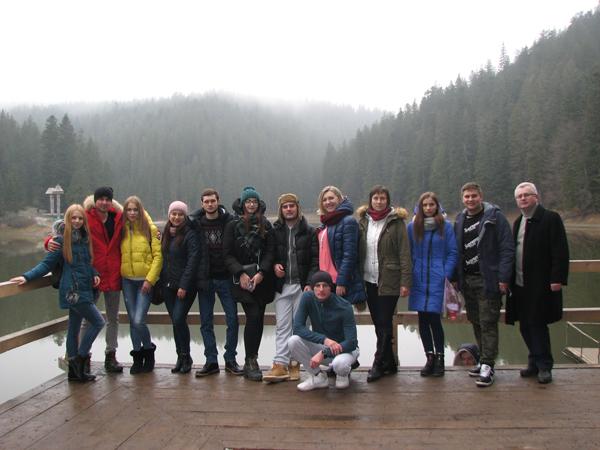 Студенти та викладачі Лесиного вишу подорожували Закарпаттям. ФОТО