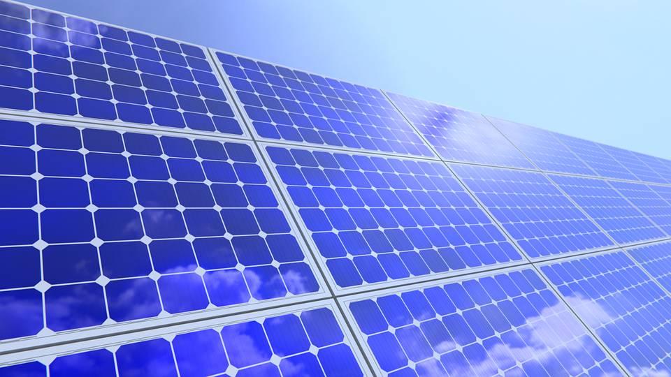 Учені розробили сонячну панель, здатну генерувати електрику та водень із води одночасно