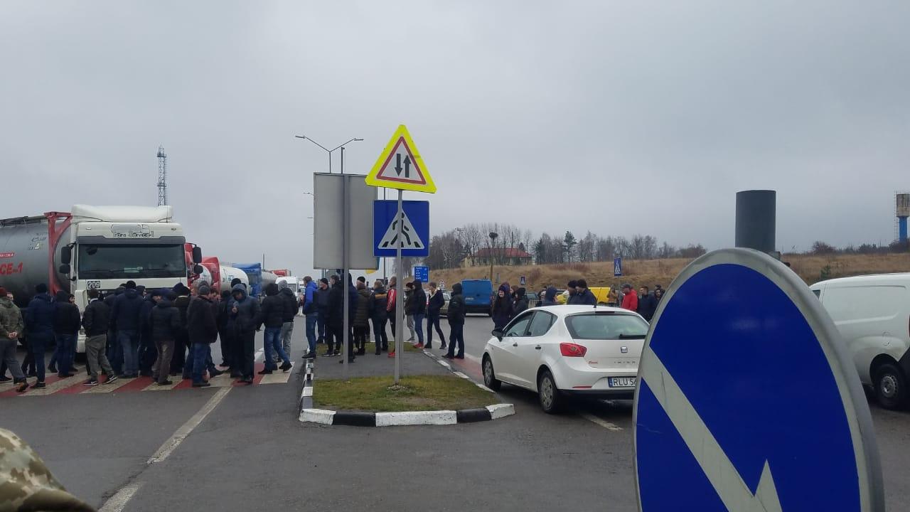 На Волині активісти досі блокують рух до пунктів пропуску на кордоні