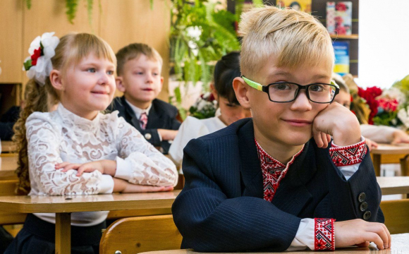 У Луцьку хочуть зробити платні дитсадки та школи для дітей, які не мають приписки