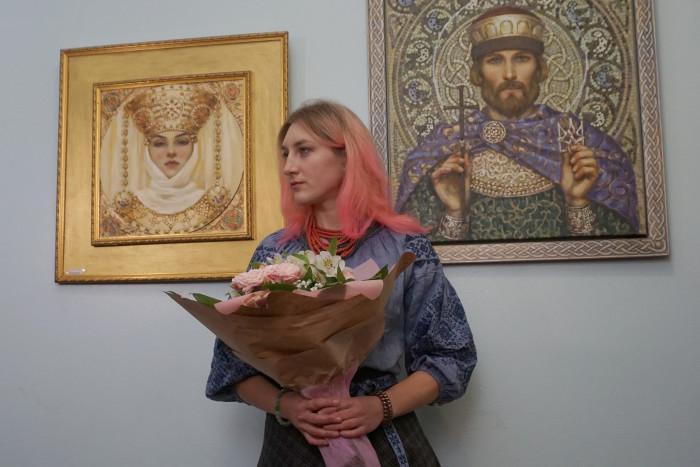 Відкрили виставку картин юної луцької художниці. ФОТО
