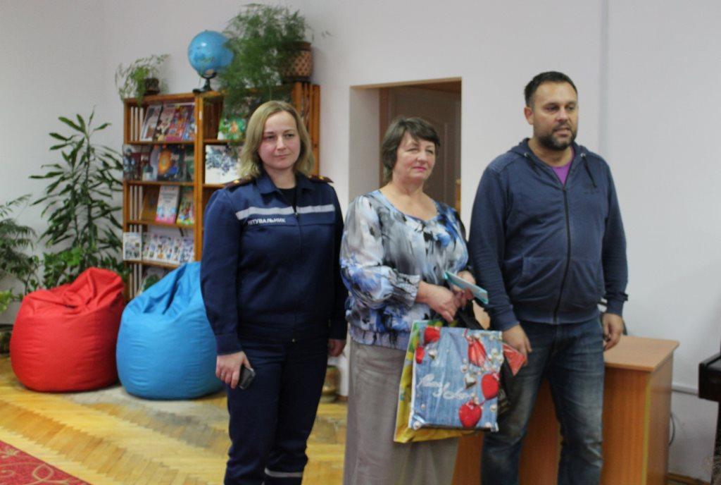 На Волині читачі дитячої бібліотеки відмовилися від піротехніки на користь благодійності. ФОТО