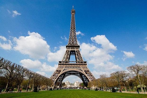У Парижі закриють Ейфелеву вежу