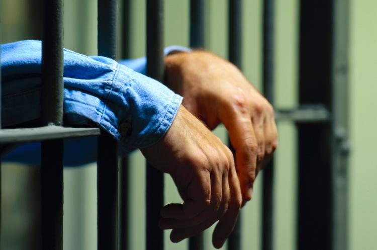 Викритого на хабарі начальника районного відділу поліції на Волині взяли під варту