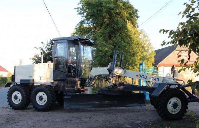 За рахунок інфраструктурної субвенції в Шацькій ОТГ придбали сучасний автогрейдер