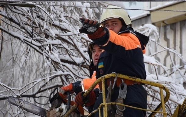 В Україні через негоду без світла залишаються 479 населених пунктів
