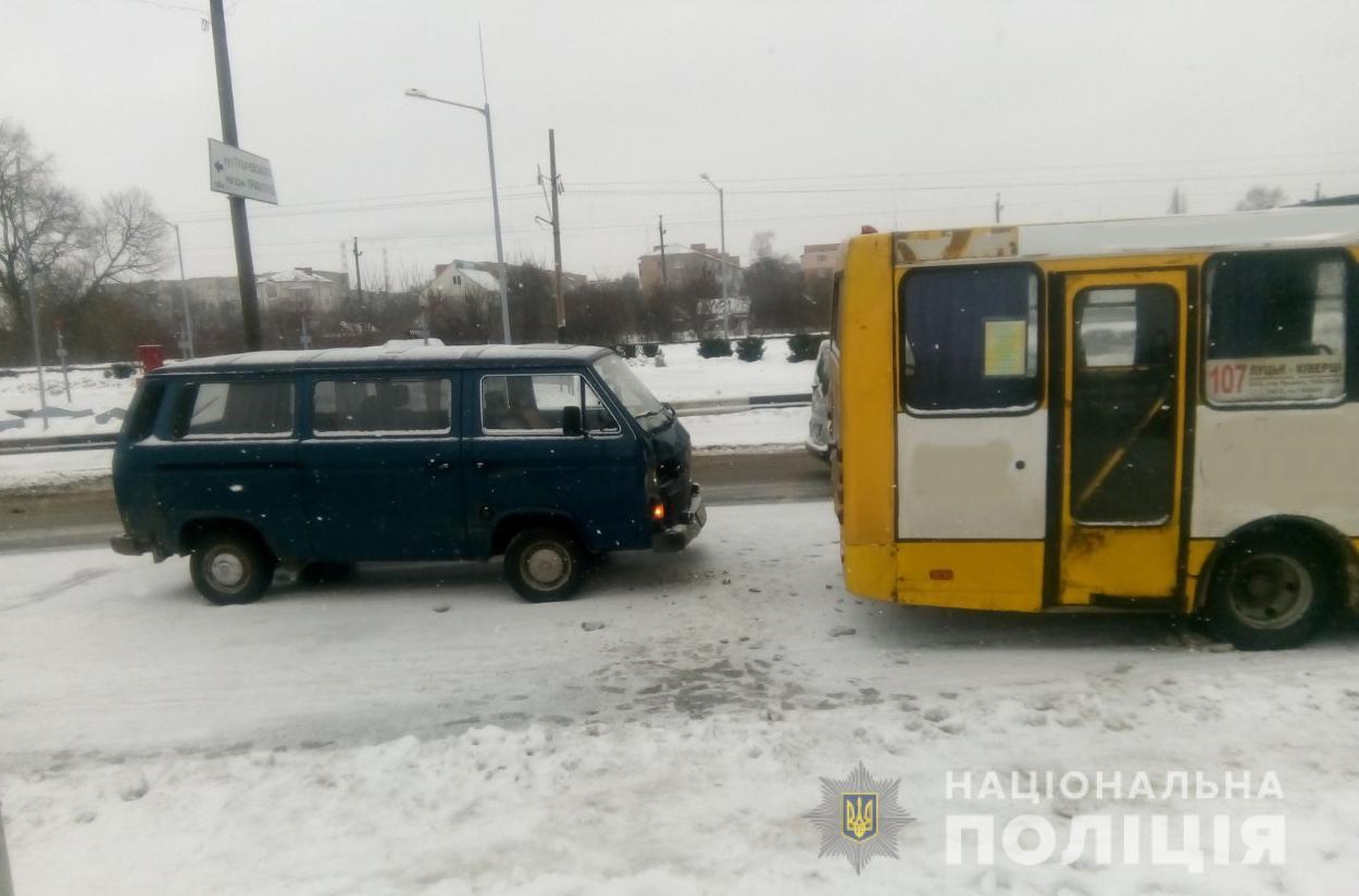 У Луцьку маршрутка потрапила у ДТП, є постраждалі. ФОТО
