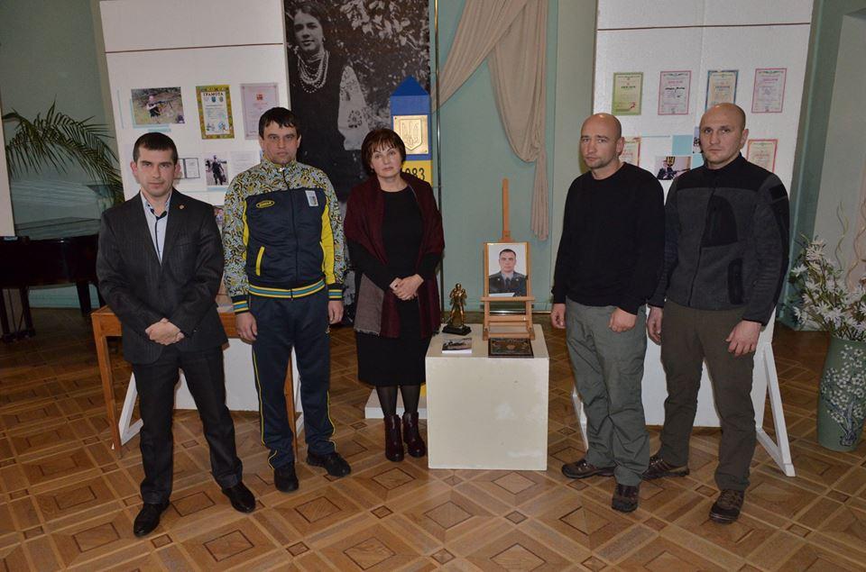 У Луцьку показали виставку особистих речей капітана СБУ Віктора Мандзика