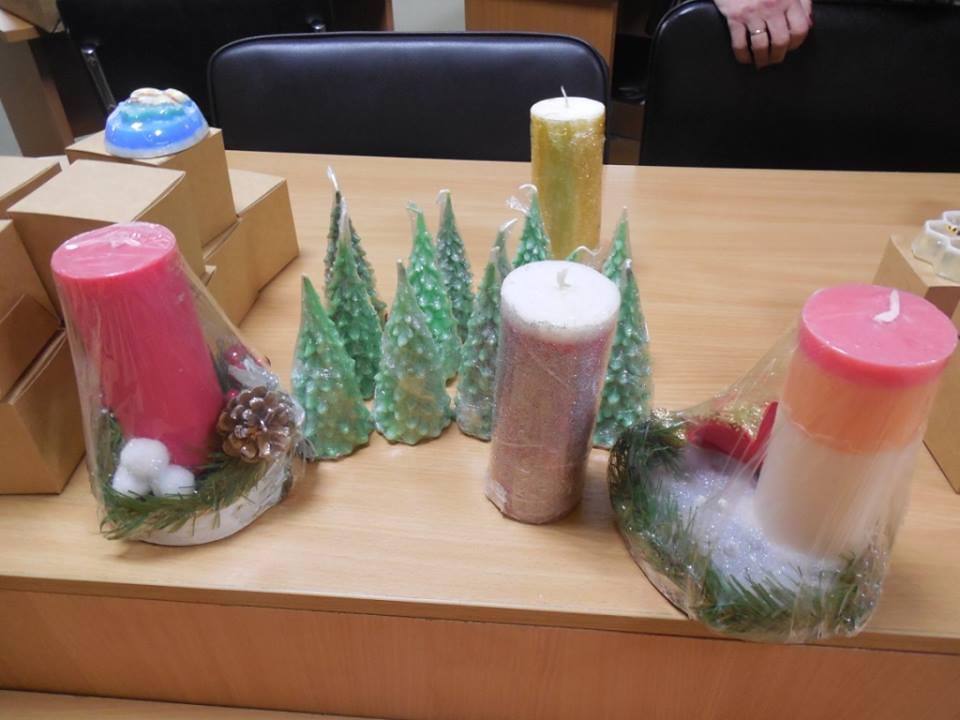 У луцькому центрі зайнятості відбулась виставка-продаж новорічних сувенірів. ФОТО