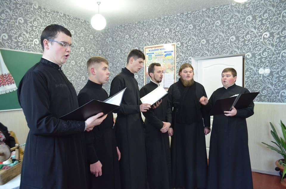 У Луцьку вихованці богословської академії взяли участь в Андріївських вечорницях