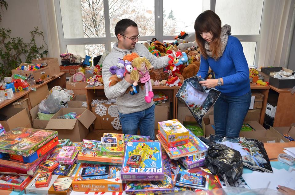 У Луцьку дітям в лікарні роздавали подарунки. ФОТО