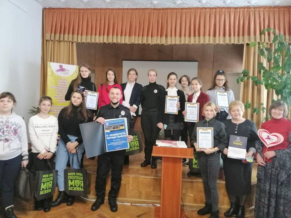 У Луцьку нагородили переможців конкурсу коміксів про булінг