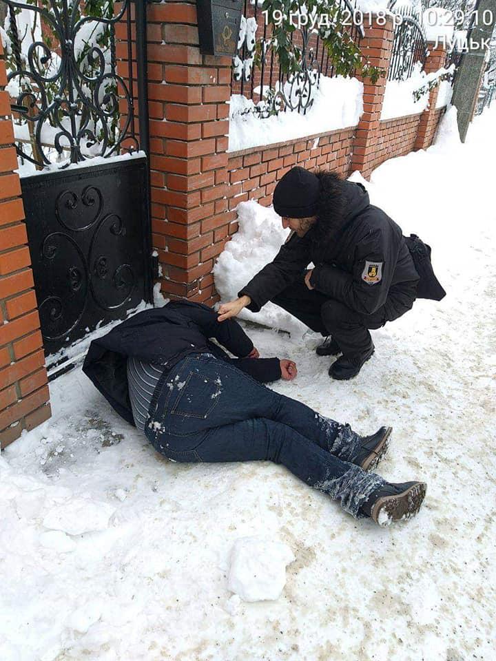 У Луцьку на вулиці лежав п'яний чоловік