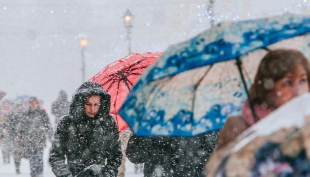 Українцям обіцяють сніг і дощ до кінця року