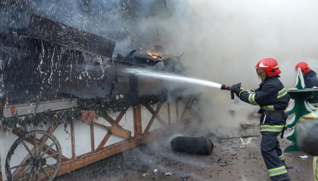 На різдвяному ярмарку у Львові сталася пожежа, двоє осіб у реанімації