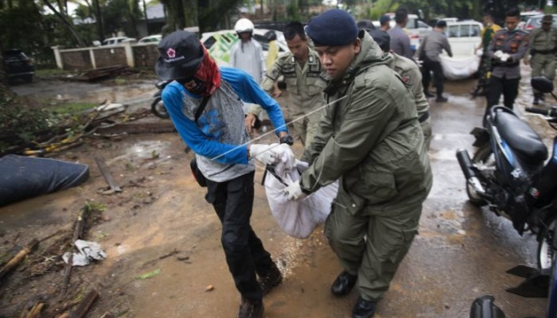 Кількість загиблих від цунамі в Індонезії зросла до 373