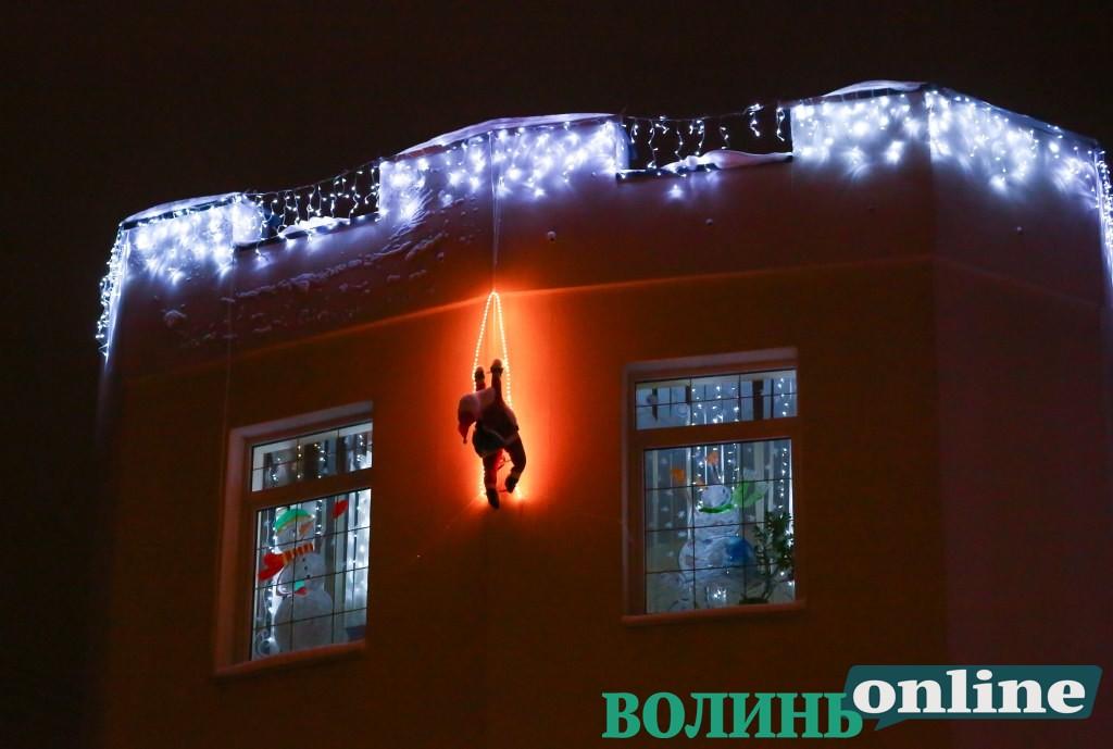 Нічний передсвятковий Луцьк. ФОТОРЕПОРТАЖ