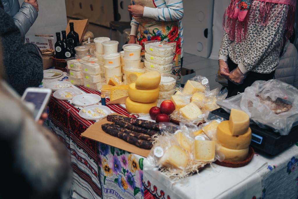 У Луцьку відбувся ярмарок сирів. ФОТО