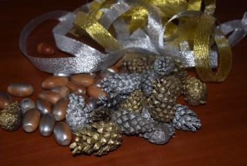 Учні шкільного лісництва на Волині власноруч робили новорічний декор. ФОТО