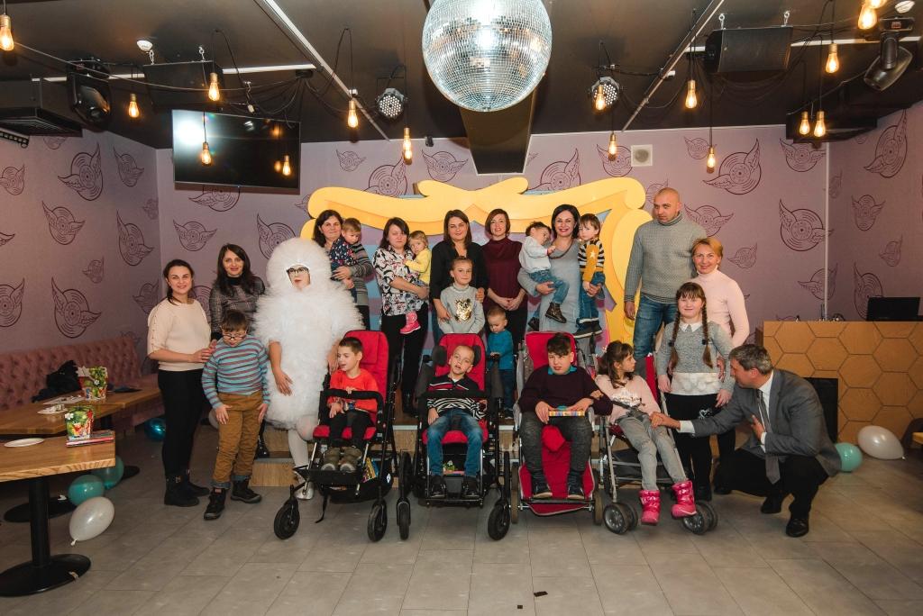 У Луцьку провели передноворічне свято радості та усмішок для особливих діток. ФОТО