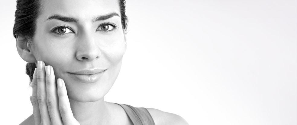 Суха чи зневодненна шкіра: як з'ясувати
