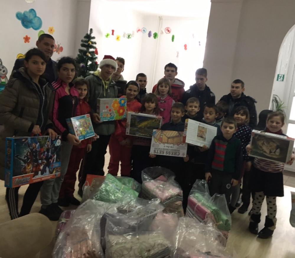 Працівники прокуратури Волині навідалися з подарунками до діток у школу-інтернат. ФОТО