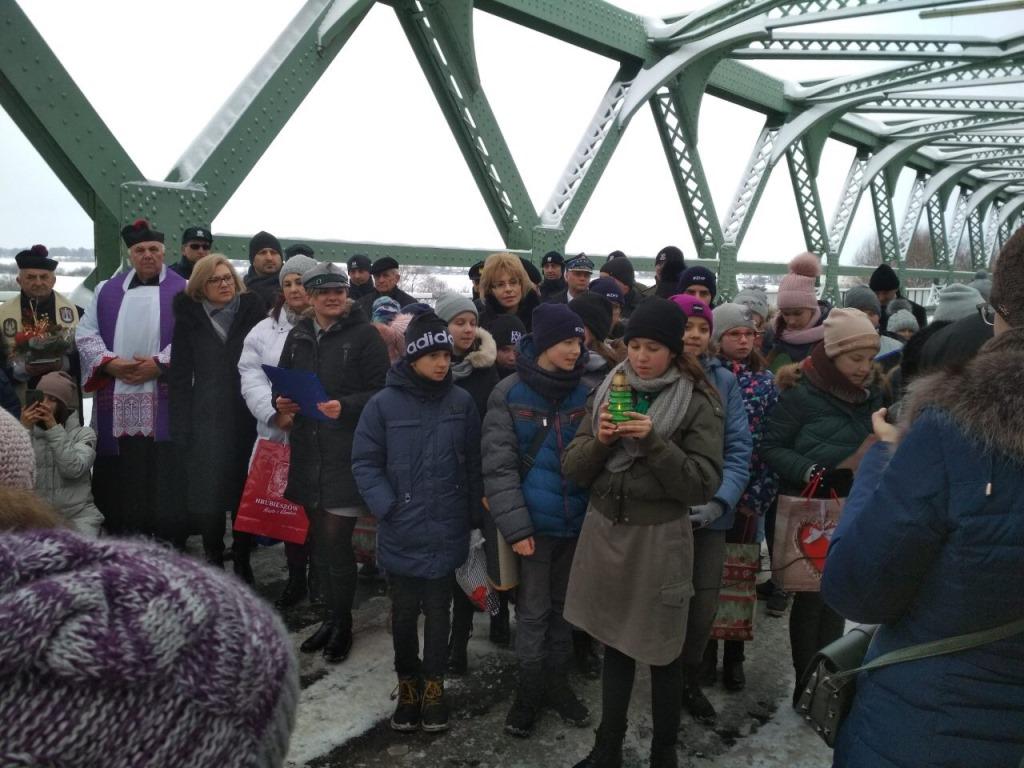 Віфлеємський вогонь миру уже перетнув кордон України на «Устилузі»