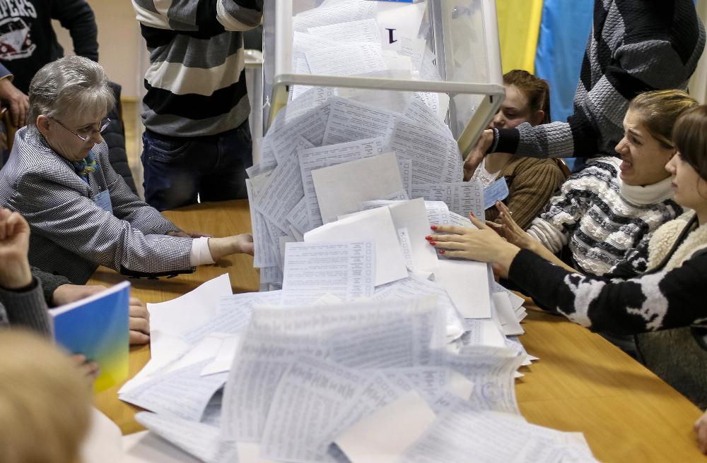 Які зміни відбувалися у складі виборчих комісій на Волині