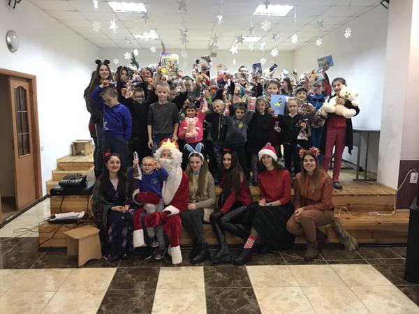 Студенти Лесиного вишу подарували казку дітям із вадами зору