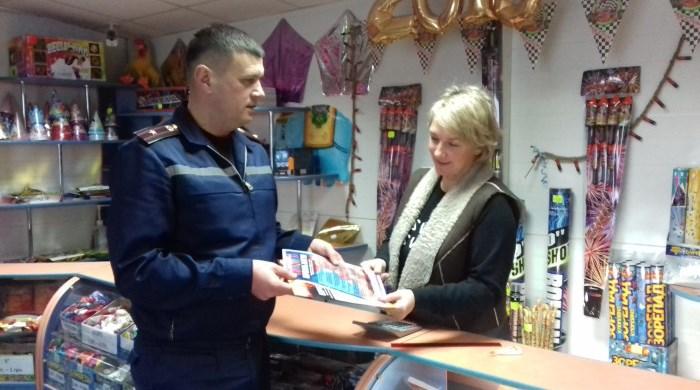 У Луцьку рятувальники нагадали правила безпеки продавцям піротехніки