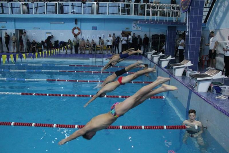 Луцькі спортсмени змагались на відкритому чемпіонаті із плавання