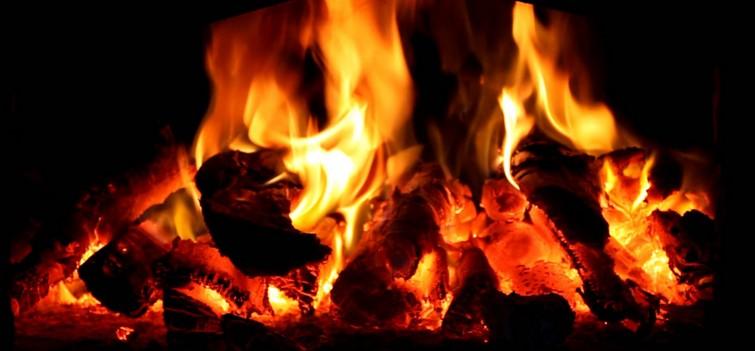У Боголюбах загорівся будинок. ВІДЕО