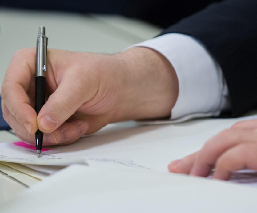 Порошенко підписав закон, який зобов'язує УПЦ МП вказувати приналежність до РПЦ