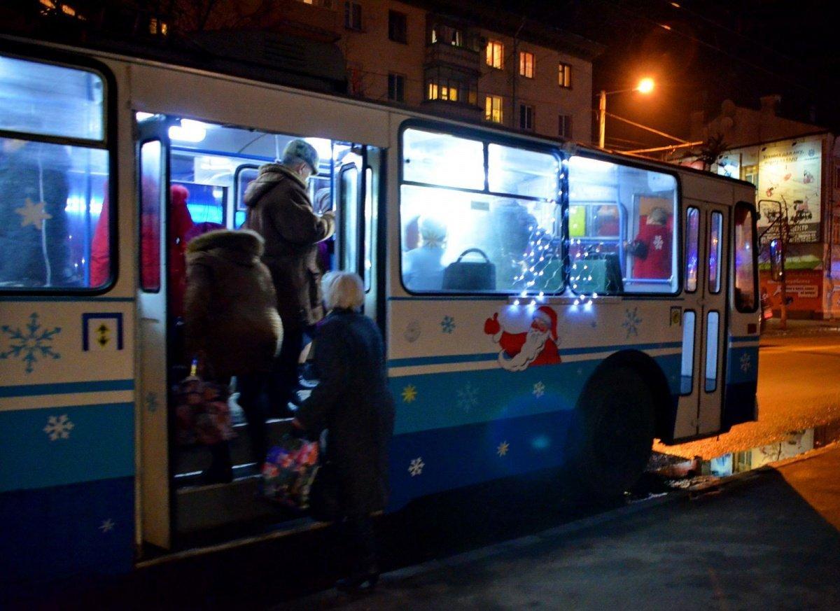 У Луцьку в новорічну ніч курсуватиме громадський транспорт. ГРАФІК