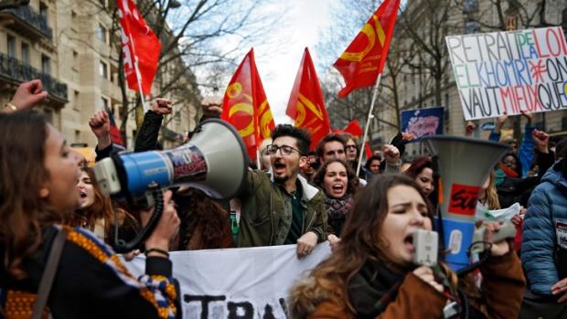Франція готується до 5 хвилі протестів, Макрон вимагає порядку