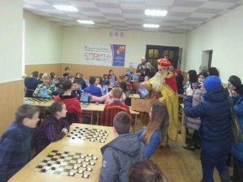 Лучан запрошують на святковий турнір з шахів до Дня святого Миколая