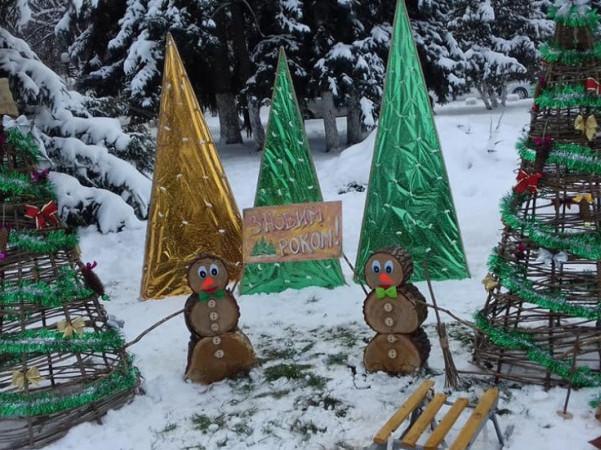 У Володимирі-Волинському малолітні вандали понищили новорічні інсталяції. ВІДЕО