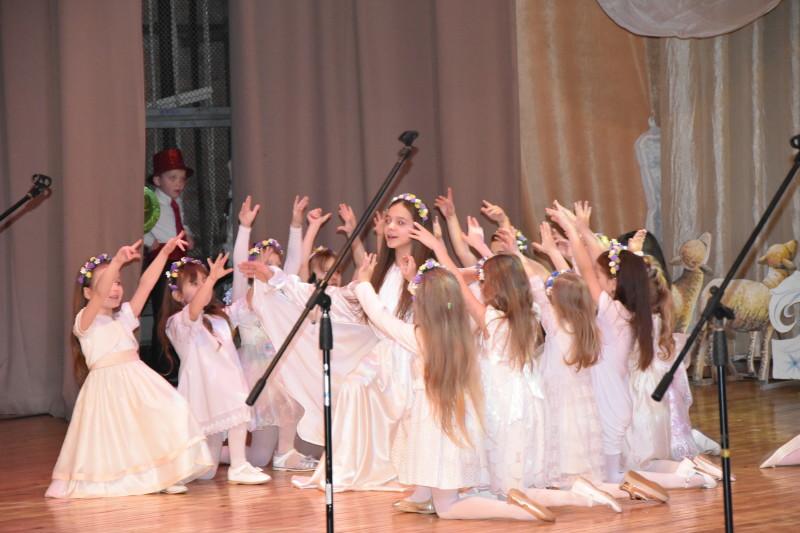 500 луцьких школярів та дошкільнят отримали подарунки з нагоди свята. ФОТО
