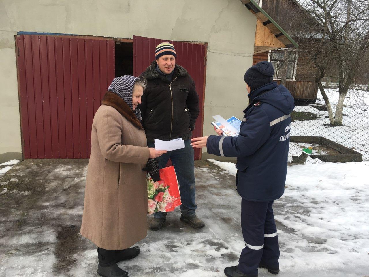 Волинські рятувальники навчали громадян правил безпеки у побуті і на замерзлих водоймах