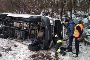 У Луцьку водій після ДТП опинився у полоні власної автівки. ФОТО