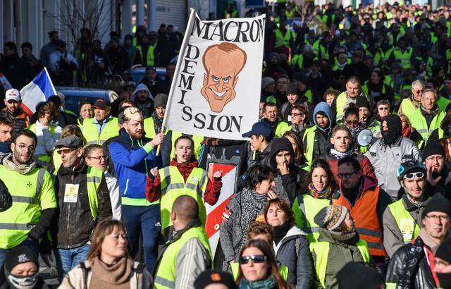 У французькому місті Ренн акції «жовтих жилетів» переросли у сутички з поліцією, є постраждалий