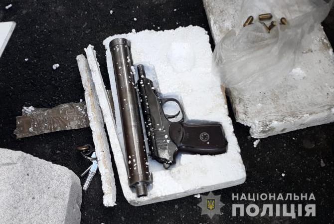 Повідомили деталі затримання торгівця зброєю у Луцьку. ФОТО