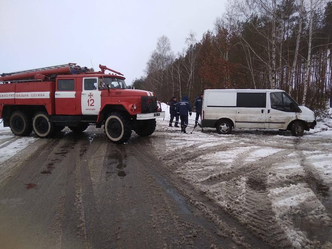 На Волині рятувальники надали допомогу водію, який потрапив у кювет