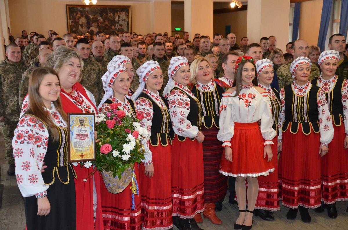 У Володимир-Волинській військовій частині відзначили День Соборності України. ФОТО