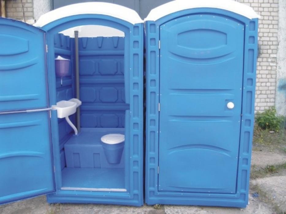 У Луцьку витратять майже 200 тисяч гривень на обслуговування мобільних туалетів