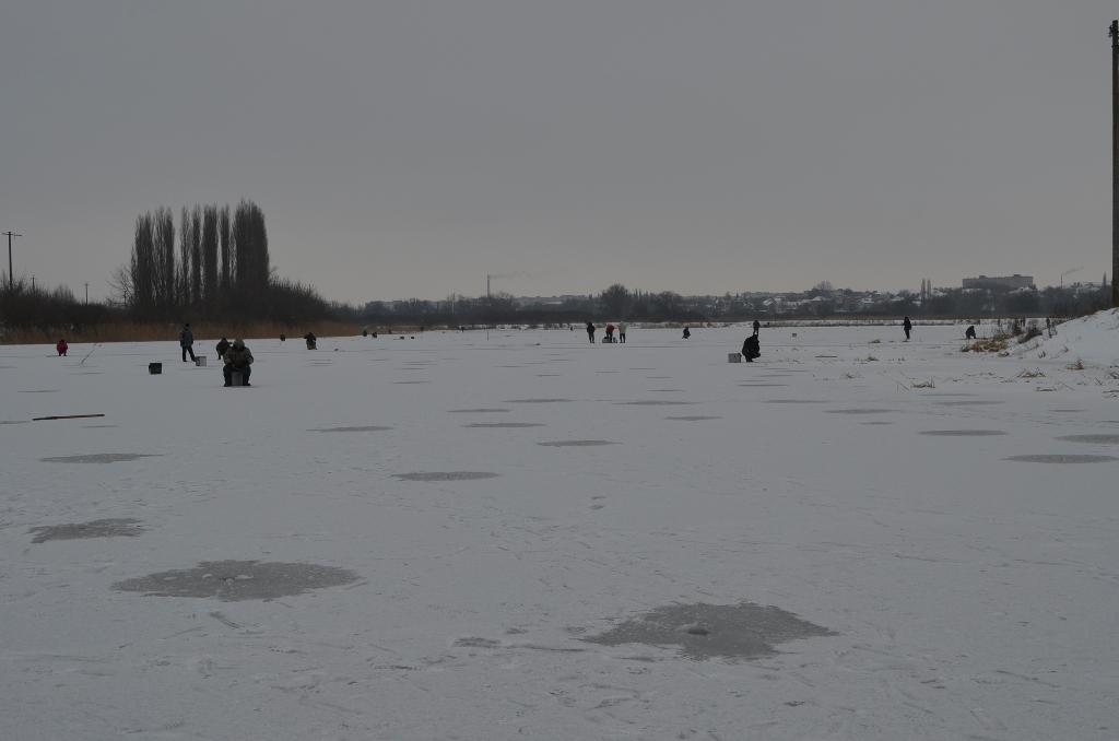 Волинським рибалкам нагадали про правила поведінки на льоду. ФОТО. ВІДЕО