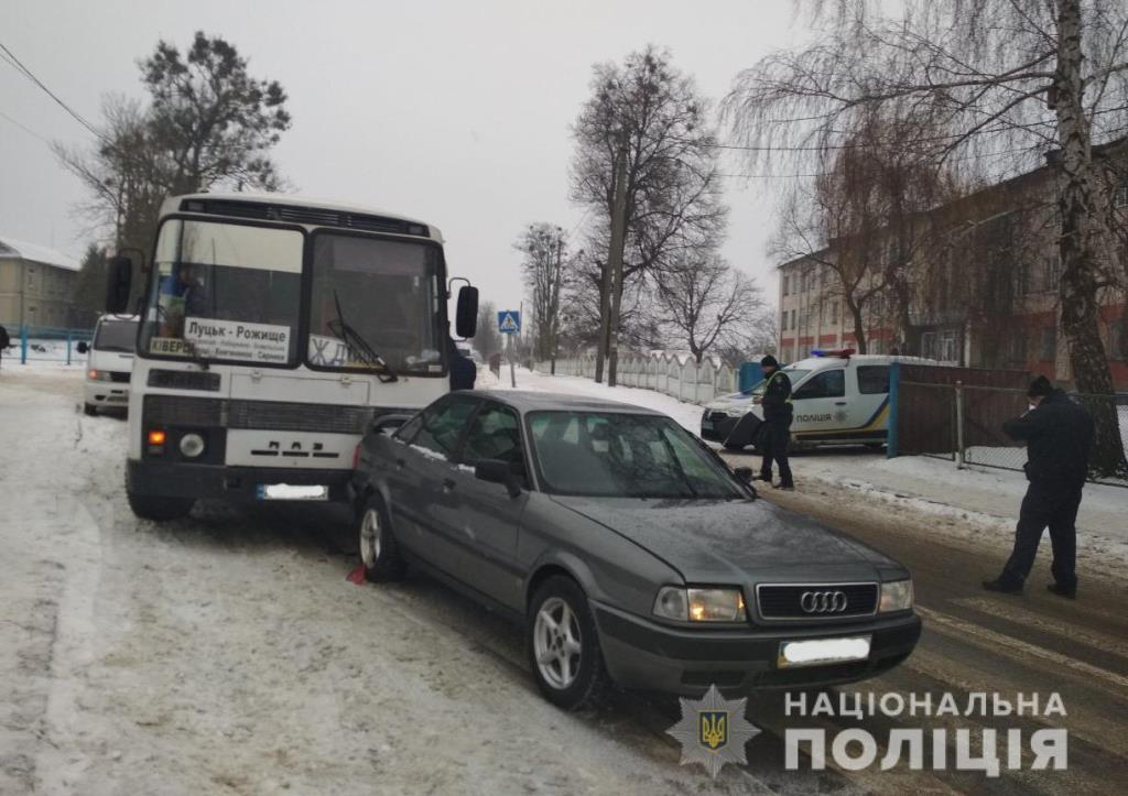 На Волині рейсовий автобус врізався у легковик. ФОТО