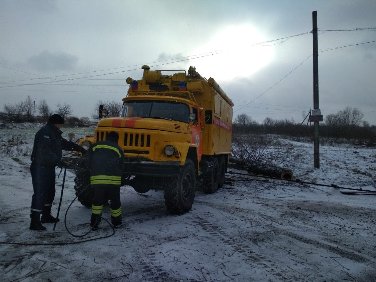 На Волині рятувальники допомогли швидкій подолати складну ділянку дороги
